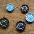 東ドイツ 花の形のボタン プラスチック
